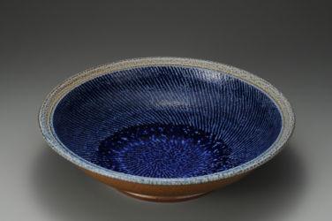 島岡達三《塩釉縄文象嵌皿》